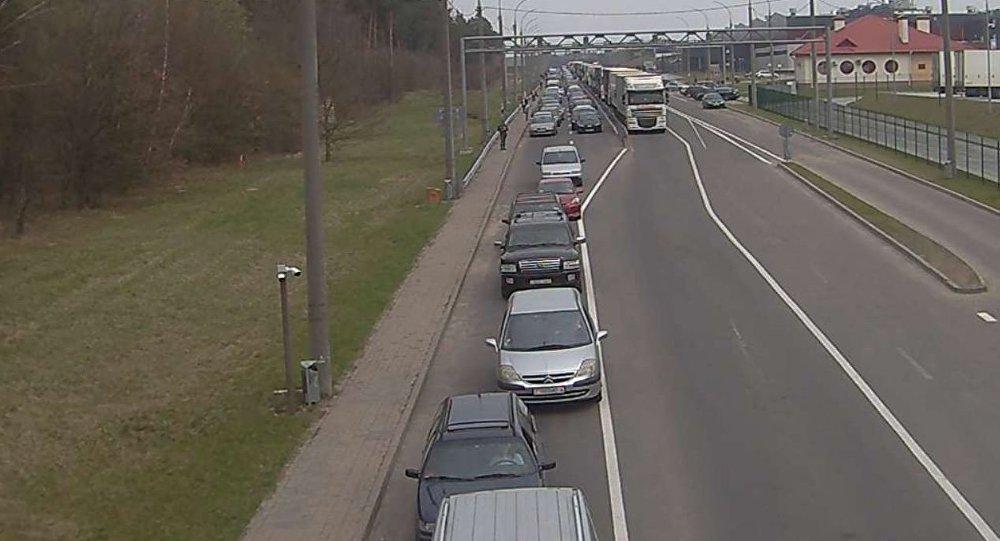 На границе с Польшей скопилось более 400 легковых автомобилей