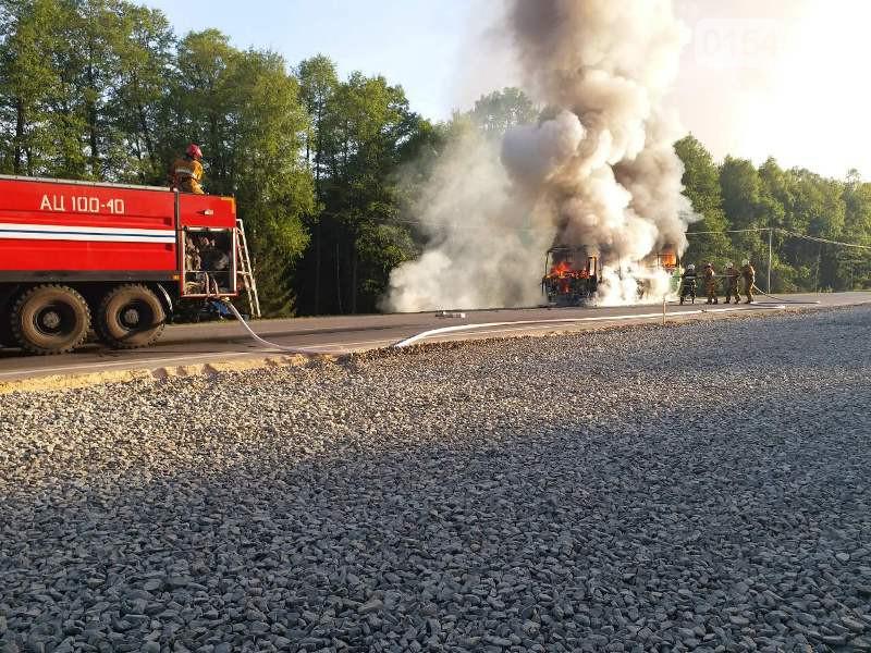 В Лидском районе полностью сгорел автобус