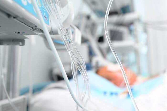 В Гродно ребенка, выпавшего из окна многоэтажки, ввели в искусственную кому