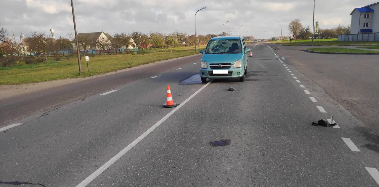 В Лидском районе автомобиль сбил велосипедиста