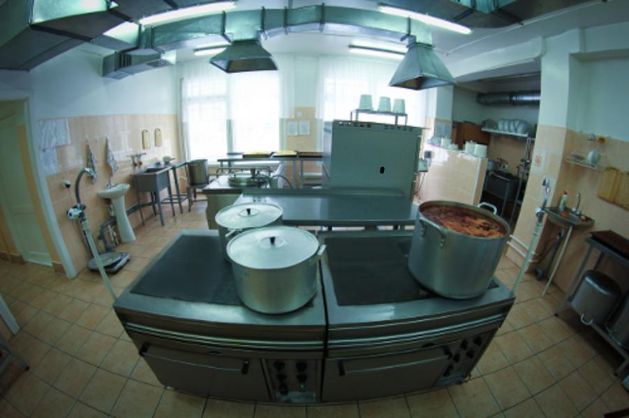 В школьных пищеблоках Лидского района установили видеокамеры
