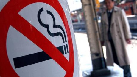 МВД: за курение на остановке придется заплатить штраф до 4 базовых