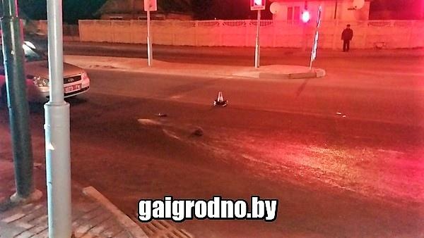 В Лиде автомобиль сбил девушку на красный сигнал светофора