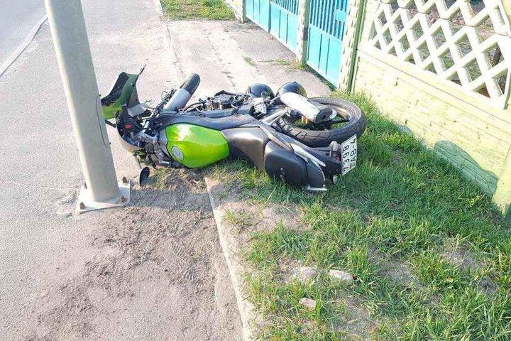 В Лиде легковой автомобиль не пропустил мотоцикл, есть пострадавшие