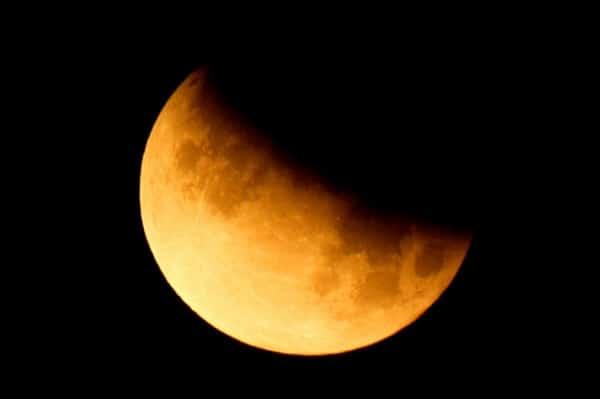 Сегодня ночью белорусы увидят частично лунное затмение