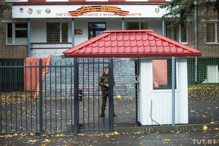 В Беларусь утверждено положение о призыве в армию: теперь повестку может вручить и дворник