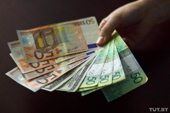 Нацбанк: задолженность белорусов перед банками выросла на 2 миллиарда рублей