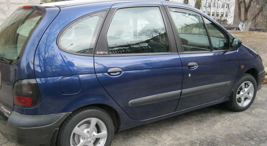 В Лиде подростки ограбили незапертый автомобиль на стоянке около дома