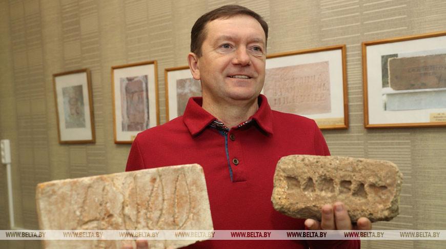 В Лиде мужчина собрал коллекцию кирпичей общим весом более 3,5 тонн