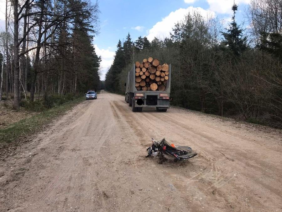 В Лидском районе лесовоз сбил велосипедиста