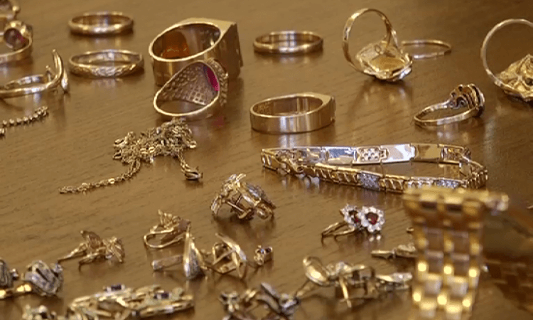 У лидчанки изъяты сотни ювелирных изделий