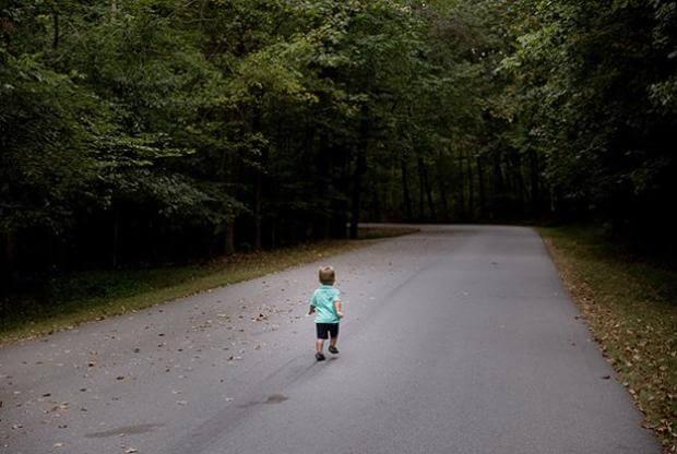 В Лиде подобрали на улице обнаружили полураздетого маленького мальчика