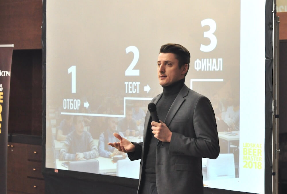 На фото: главный пивовар Лидского пива Олег Малахов.