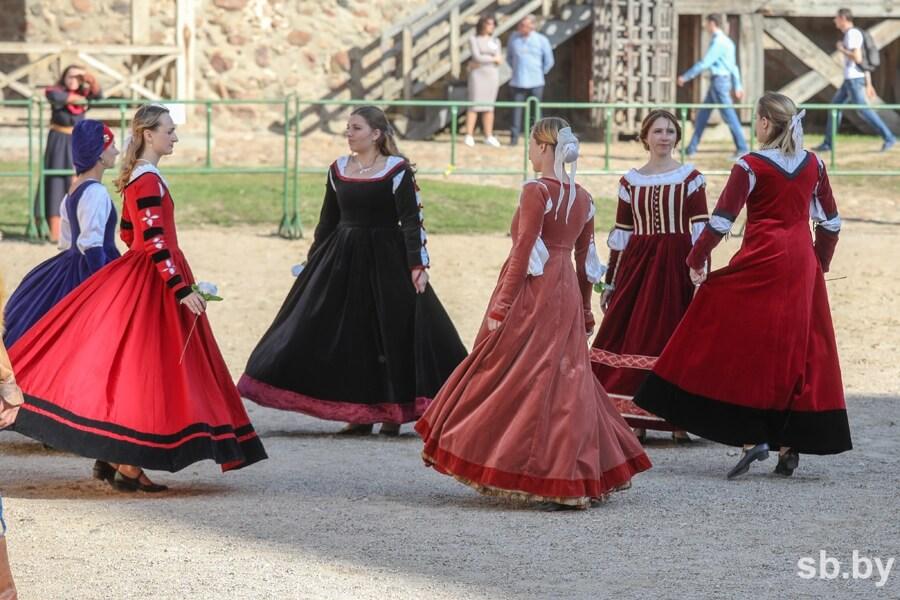 В Лиде прошел рыцарский турнир «Меч Лидского замка»