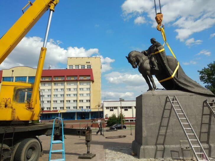 В Лиде устанавливают памятник Гедимину