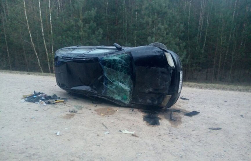 В Лидском районе автомобиль несколько раз перевернулся,пассажирка вылетела из салона