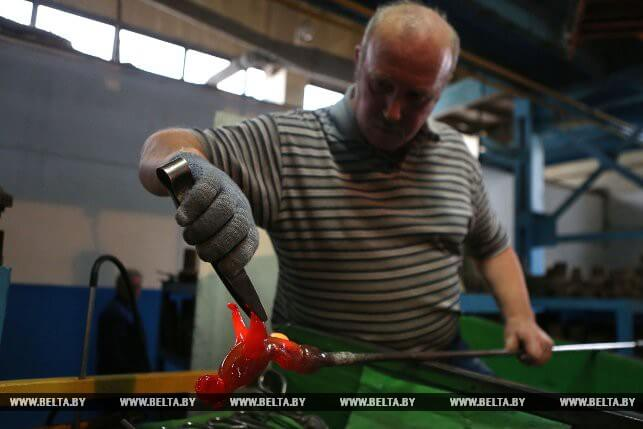 Потомственный мастер из Березовки создает шедевры из стекла