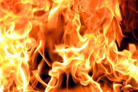 В Лиде из горящей квартиры МЧС спасло местного жителя