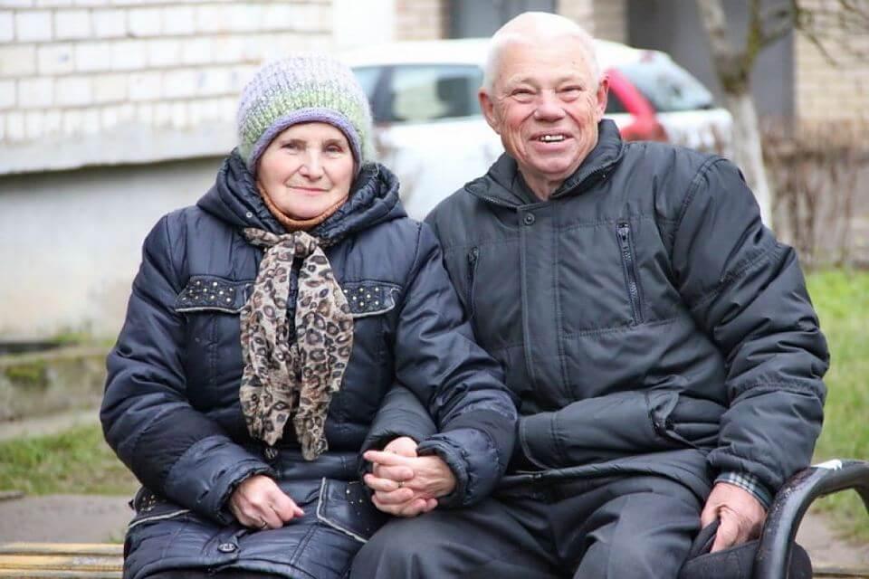 В Лиде обвенчали 82-летнего жениха и 77-летнюю невесту